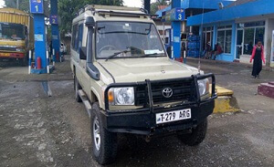 4x4 car hire, 4wd Rental Kampala, entebbe airport Kenya, Safar car hire landcruiser